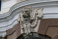 雄狮头部浮雕特写