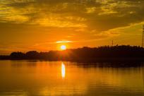 夕阳西下河流树木风景