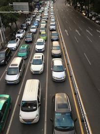 俯视惠州城市拥堵交通