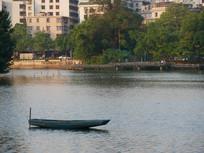 惠州西湖上的打捞船