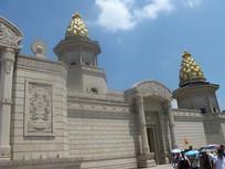 梵宫屋顶的亭子装饰