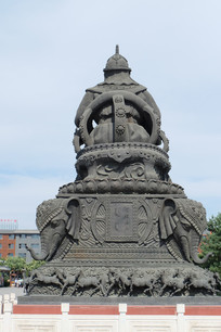 古代人物雕像背面