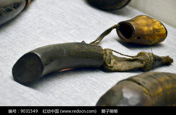 牛角制成的火药罐图片