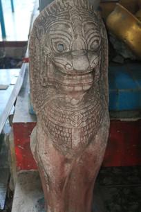 造型特别的石狮雕像
