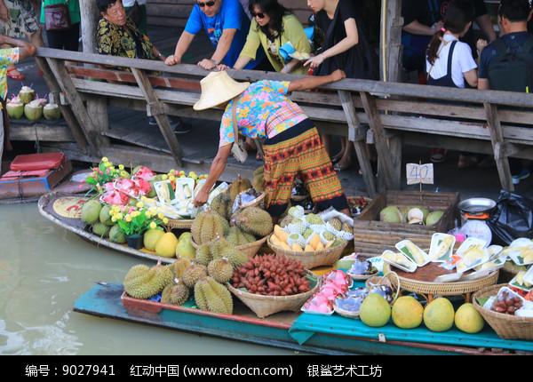 正在兜售热带水果的商贩图片