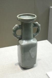 圆形双耳花瓶