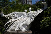 祝英台和梁山伯化蝶雕像
