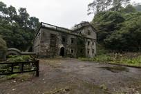 林中的老房子
