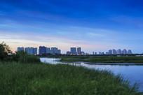 城市湿地晚霞风景