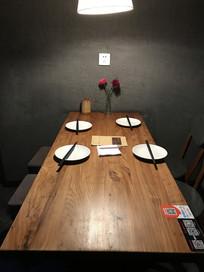 餐厅餐具摆放