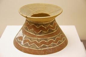 大汶汶口文化波浪纹彩陶器座