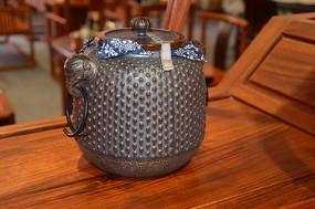古色古香陶瓷茶罐