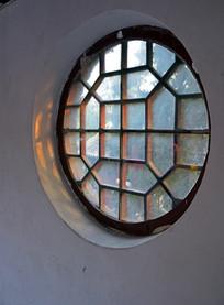古典的圆形窗口