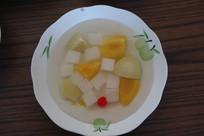 一盘水果罐头