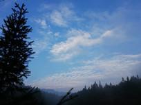 早晨山里的天空