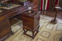 张作霖办公室木制盒式古式冰箱
