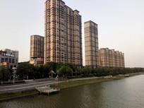 滁河边的现代高楼大厦