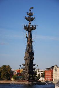 莫斯科河上的彼得大帝雕像