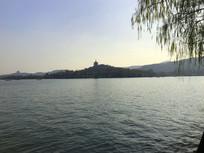 杭州西湖水中阁楼