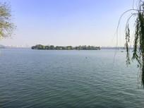 杭州西湖水中小岛
