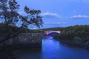 夜晚的小桥