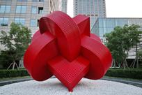 爱心形铁艺雕像