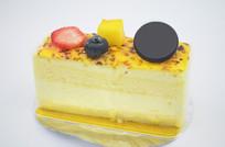 一块芝士榴莲慕斯蛋糕