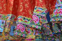 近拍少数民族刺绣服装特写