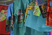 少数民族刺绣服装图