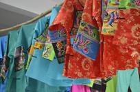 少数民族刺绣服装图片