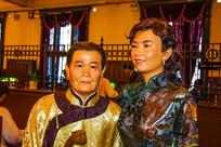 旗袍中年烫发女与老太太半身像