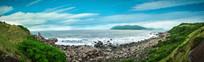 蓝天大海和绿色海岸