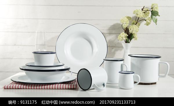 简约餐具图片