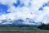 落基山脉蓝天白云
