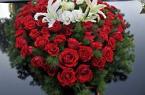 婚车上的心形玫瑰花装饰图案