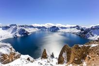 长白山天池堰塞湖冬季