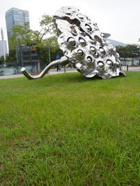 莲蓬雕塑竖构图