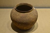 春秋战国网格纹印纹陶罐