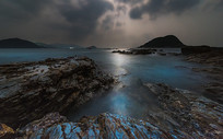 月下的蓝色海岸