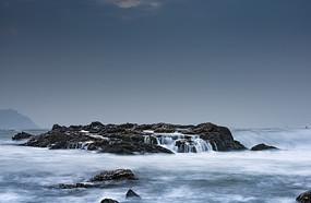 大海上的礁石