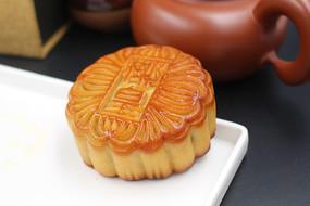 完整的椰皇月饼