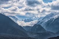 雪山与白云