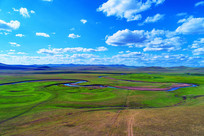 弯曲的莫日格勒河牧场风景