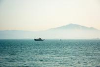 海面上的轮船