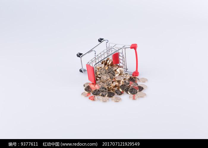 翻倒的购物车和洒出的钱币图片