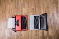 打字机和笔记本电脑