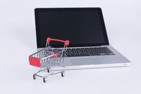 购物车和笔记本电脑