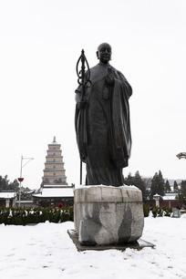 冬天的大雁塔和唐玄奘雕塑