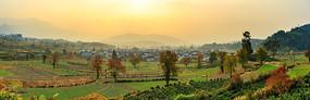 深秋的卢村全景