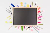 文具和黑板图片